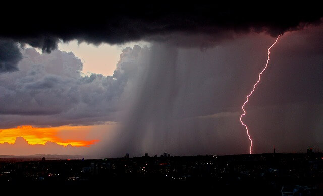 How does lightning detection work